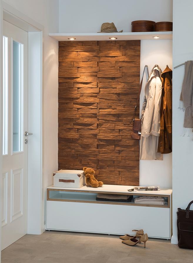 Paneele in Holzoptik aus Styropor zur Wohnraumgestaltung